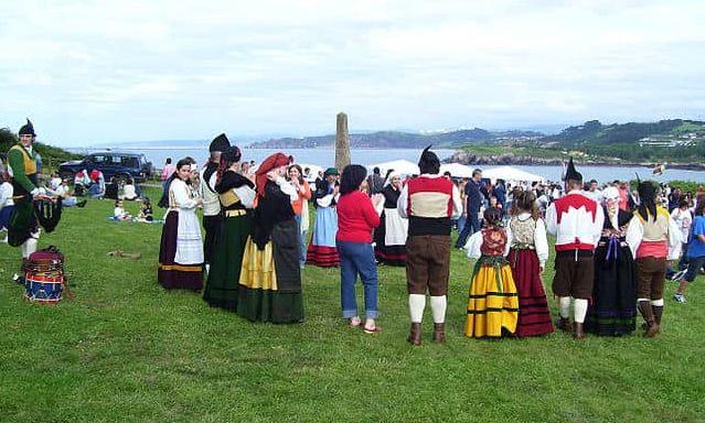 european countries still use traditional clothes spain asturias candas romeria san antonio1