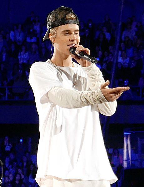 Justin Bieber net worth performing rosemont illinois 2015