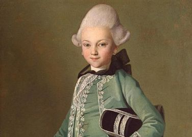 Painting of a boy. He wear an elegant green suit and a white wig.