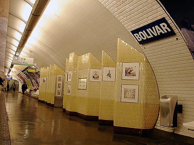A metro station, a plaque announces its name: Bolivar.