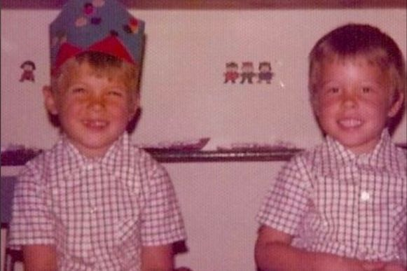 Picture of baby Elon Musk with his brother Kimbal. They must be two and three years old.