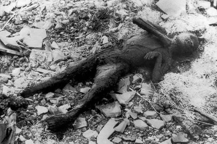 hiroshima nagasaki bombing pictures nagasaki burnt person dead 1a