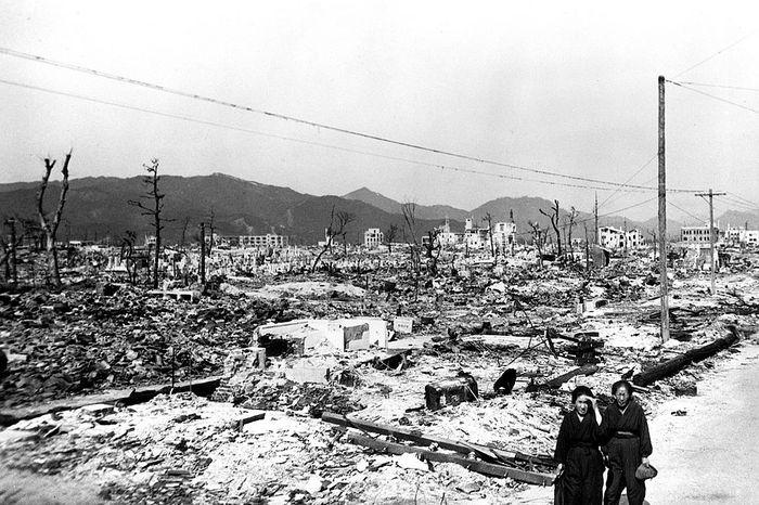 hiroshima nagasaki bombing pictures women desolation