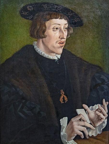 A man with big eyes, longish face, crooked nose.