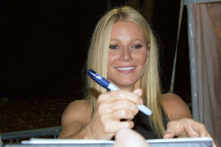 Photo of Gwyneth Paltrow signing an autograph.